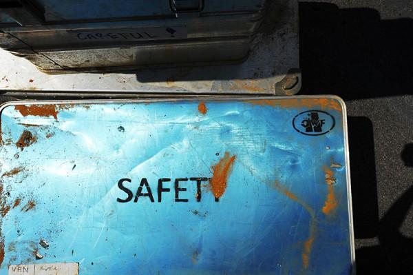 05 - Safety Kiste mit Rio Tinto Sand bedeckt