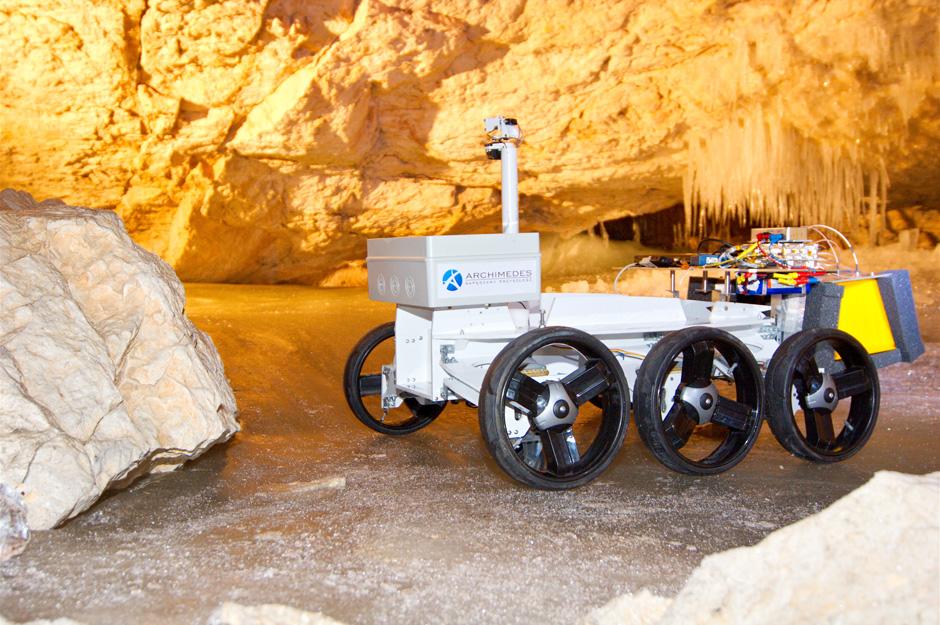 Der Magma White rover wurde für die Dachstein Mars Simulation umgebaut um das WISDOM radar zu tragen (c) OEWF (Andreas Köhler)