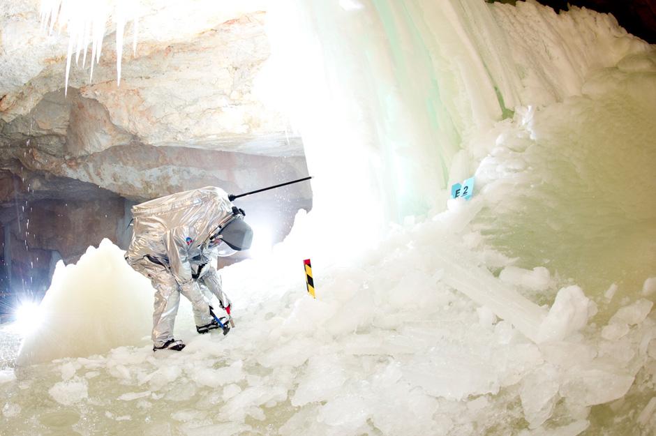 Für das JPL Experiment müssen Eisproben im Tristan Dome genommen werden. (c) OEWF (Katja Zanella-Kux)