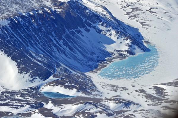Faszinierender Planet Erde - türkisblauer Gletschersee in Grönland