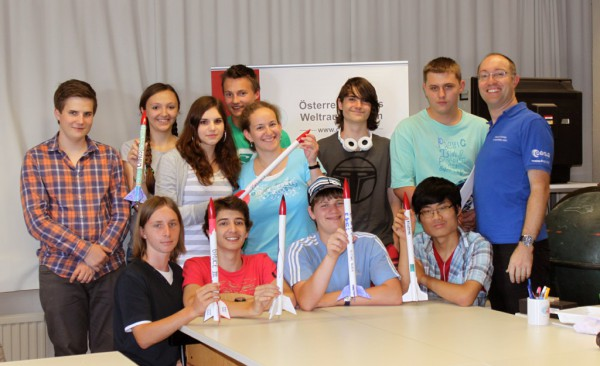 Unicamp 2012 mit ihren selbst-gebauten Modell-Raketen