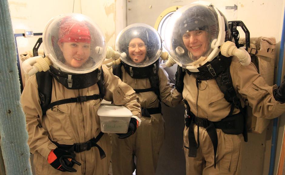 Von links nach rechts: Patricia (Tricia) Marie Smedley, Jean Hunter, Haritina Mogosanu
